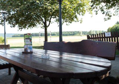 Tisch am Dorfplatz
